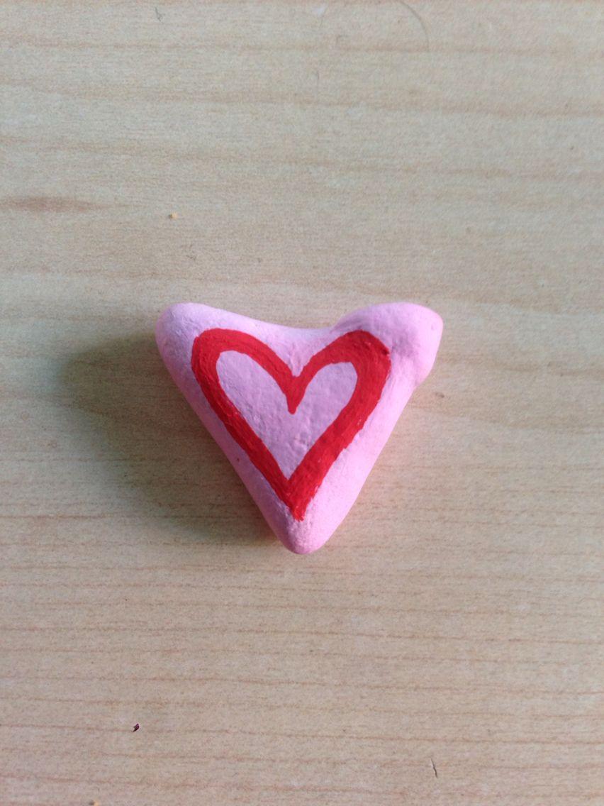 Stenmaling hjerte med poscatusser.