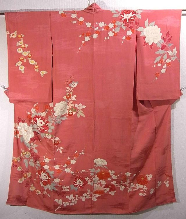 This is an elegant vintage Kimono with a design of flower such as 'kiku'(chrysanthemum), 'ume'(Japanese plum) and large 'botan' (peony), which is dyed.
