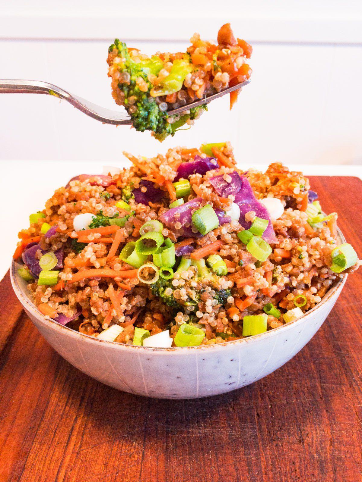 Vegan Beef Quinoa Bowl 1 Pkg Trader Joe S Beef Less Ground Beef In Deli Section 4 Cups Quinoa Cooked 2 Cups Shredded Vegan Beef Quinoa Bowl Quinoa Bowl Recipe
