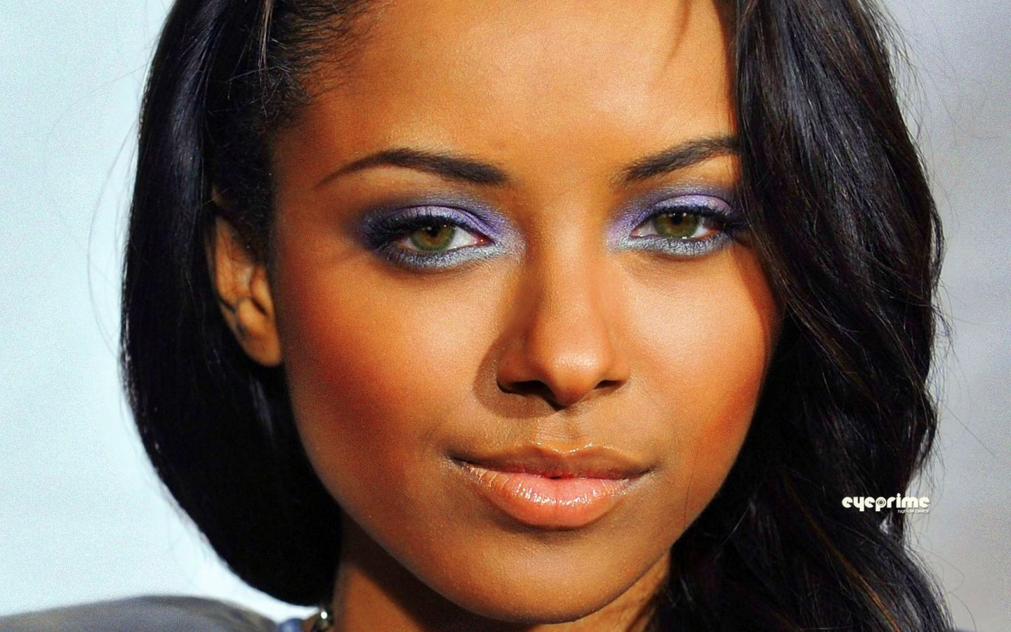 Famous people with hazel eyes | Their Beauty