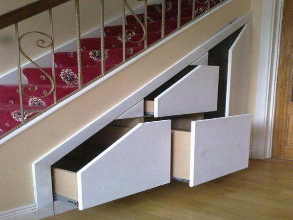 Quelques idées créatives de rangement sous pente | Meuble sous escalier, Amenagement escalier et ...