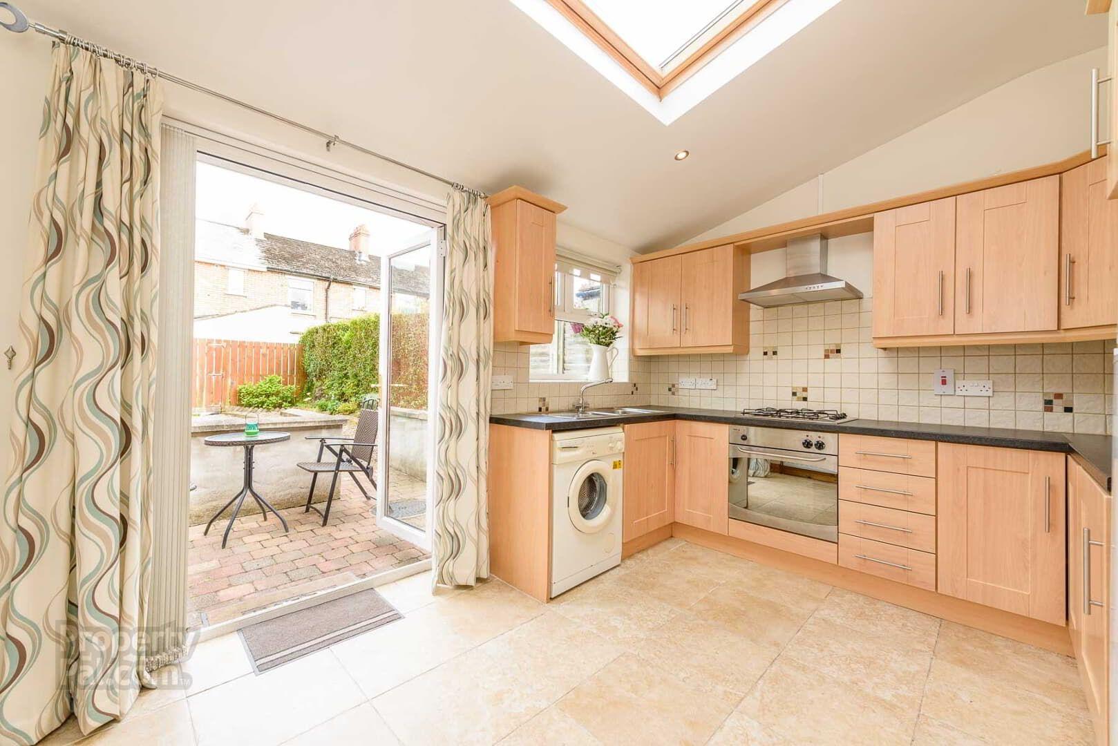 28 Ava Gardens, Ormeau Road, Belfast Home appliances