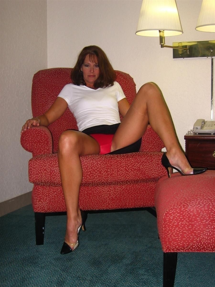 Quick black milf upskirt