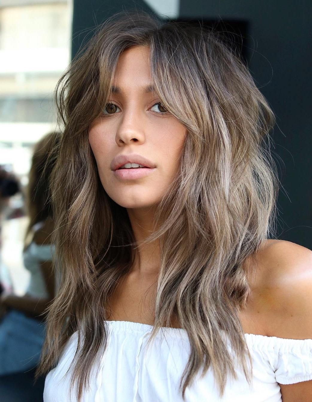 Shag Haarschnitt modern Curtain Bangs lange Haare Stufenschnitt