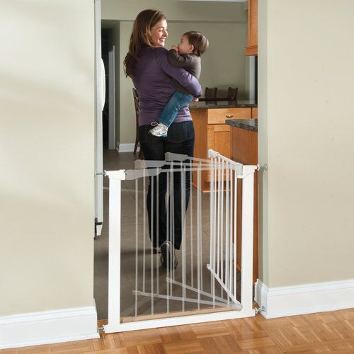 Auto Close Metal Baby Gate Want This For Our Kitchen Door We Have One Up Now To Keep Allergy Boy Out But Its Baby Gates Metal Baby Gate Baby Gate For