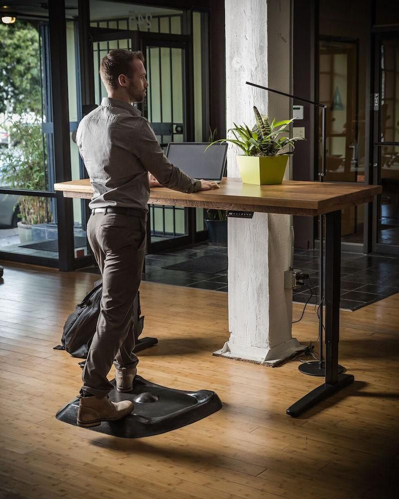 Topo Is The Anti Fatigue Mat Designed For Standing Desks It S Industry Leading Contours And Engineered Mate Standing Desk Mat Standing Desk Best Standing Desk