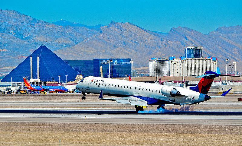 N812SK Delta Connection Canadair CL6002D24 Regional Jet