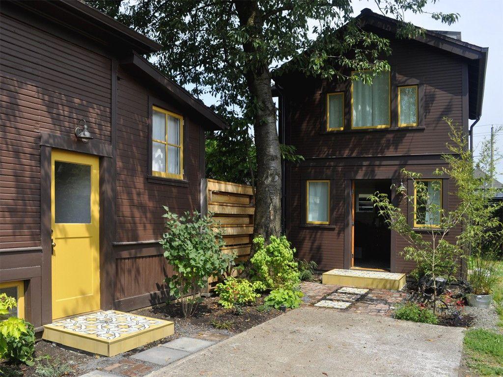 interesting color scheme Guest cottage, Maine house, Cottage