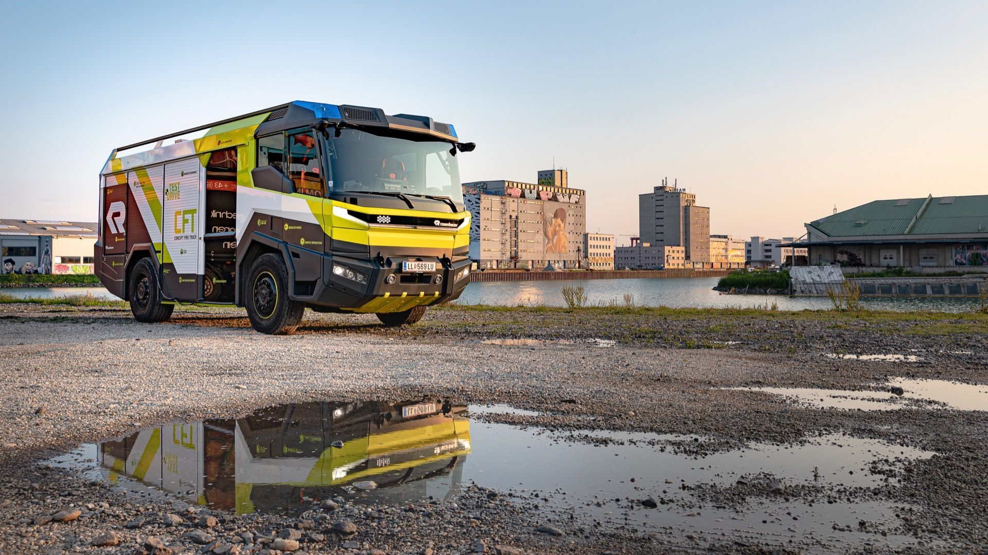 First Electric Fire Truck In Us Finds A Buyer Los Angeles In 2020 Fire Trucks Electric Fires Trucks