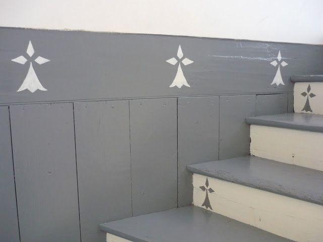 douceurs et couleurs la maison des vacances dans l 39 escalier gris et blanc des mouchetures d. Black Bedroom Furniture Sets. Home Design Ideas