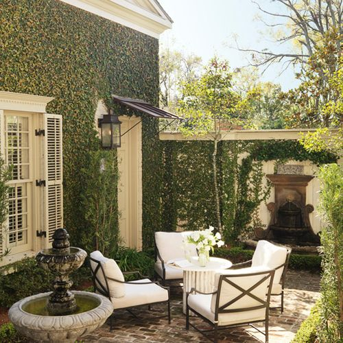 Patio inspired by the intimate romantic courtyards in new for Patios decorados