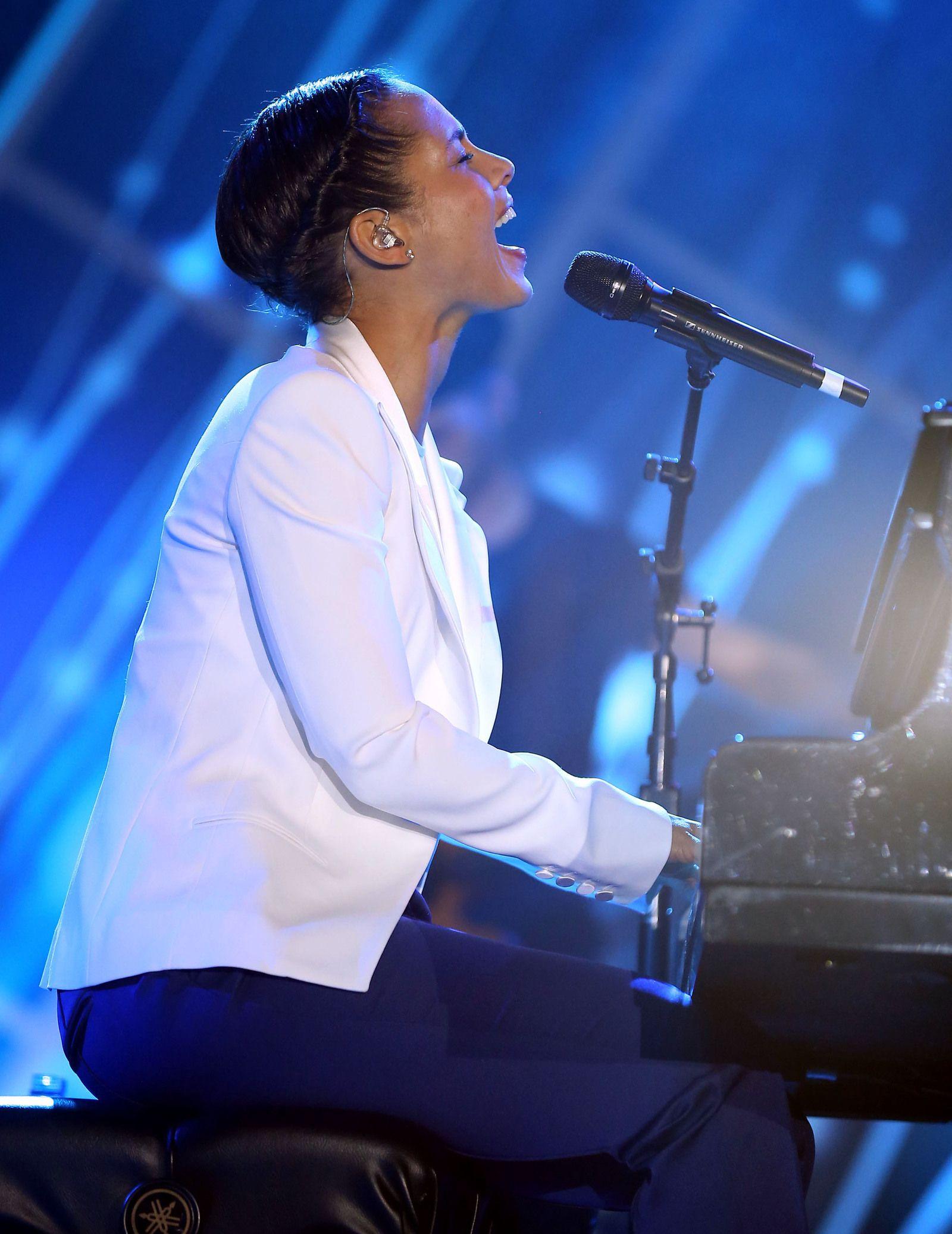 Alicia Keys To Sing Super Bowl National Anthem Super Bowl National Anthem National Anthem Super Bowl