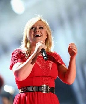 Cher is back on the charts with 'Woman's World' | Cma music festival, Kelly clarkson, Kelly ...