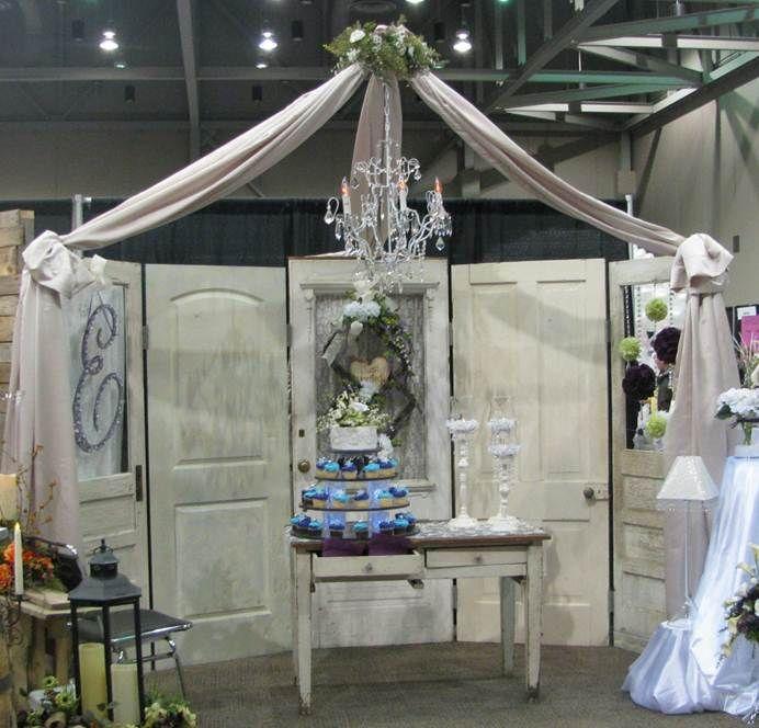 Wedding Door Decorations Ideas: Vintage Door Backdrop Vintage Table