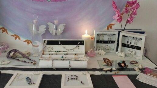Exposición de joyas angelicas.