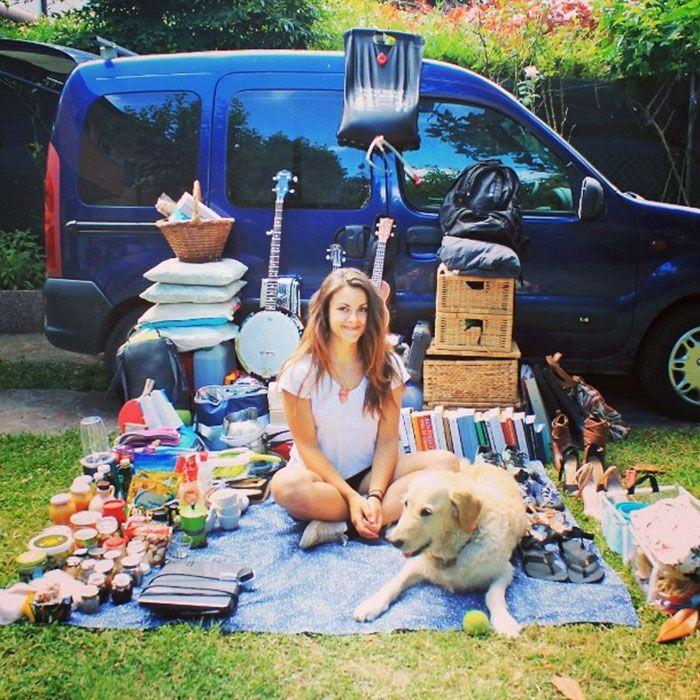 Esta mujer restauró una vieja furgoneta para viajar por el mundo con su perro