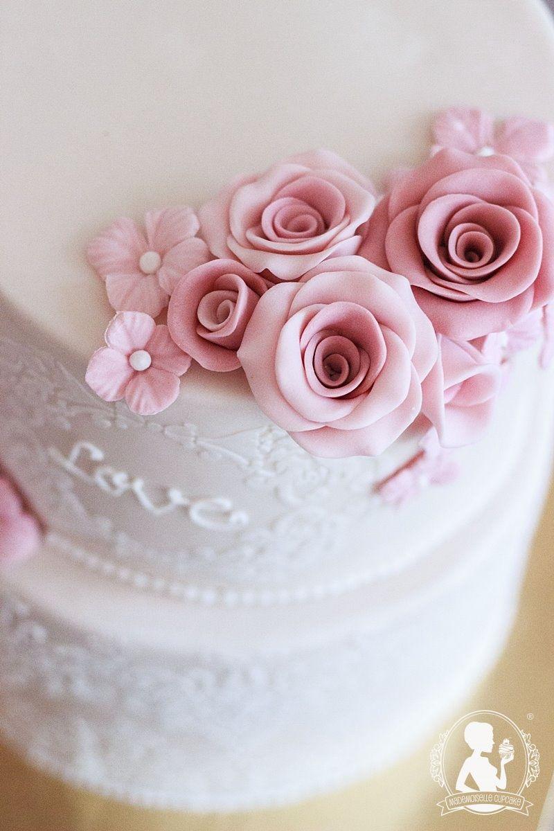 hochzeitstorte wei vintage muster rosen torte fondant kuchen hochzeit cake motivtorte mademoiselle cupcake magdeburg - Kuchen Muster