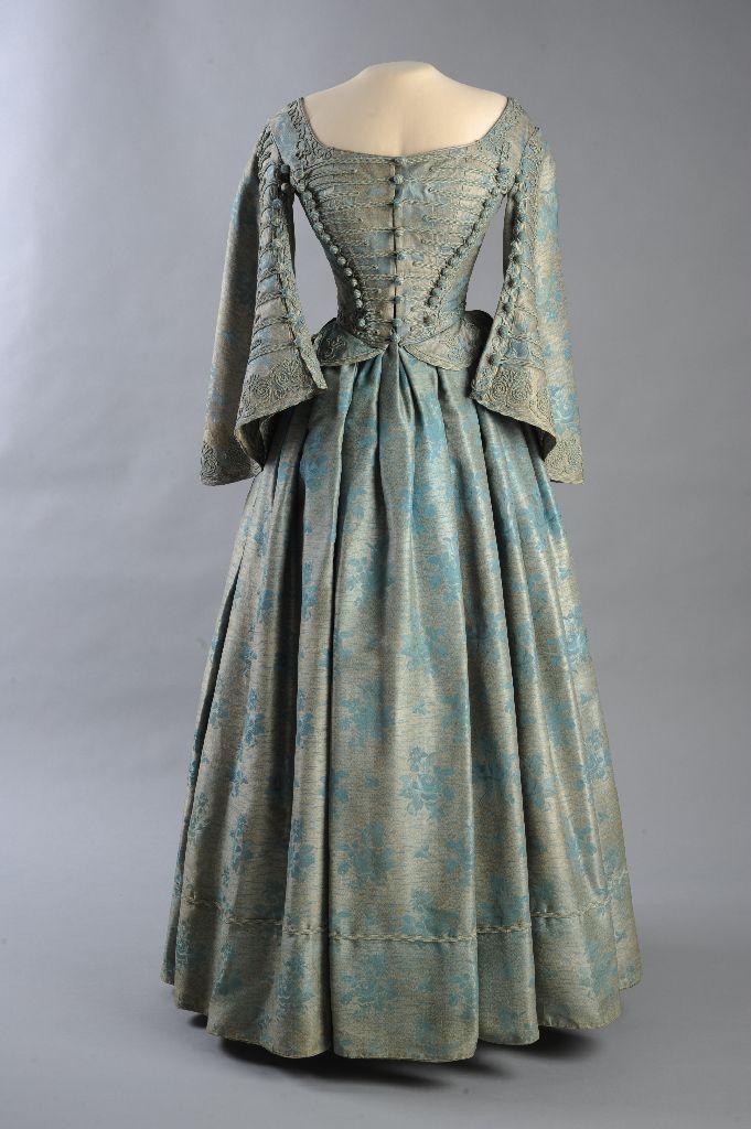 1860 ungarische Gericht Kleid: Seide, Brokat und Metallfaden ...