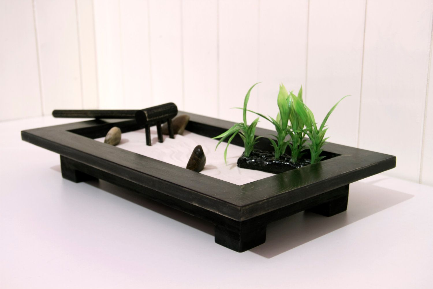 mini indoor zen garden zen garden inspiration pinterest tisch. Black Bedroom Furniture Sets. Home Design Ideas