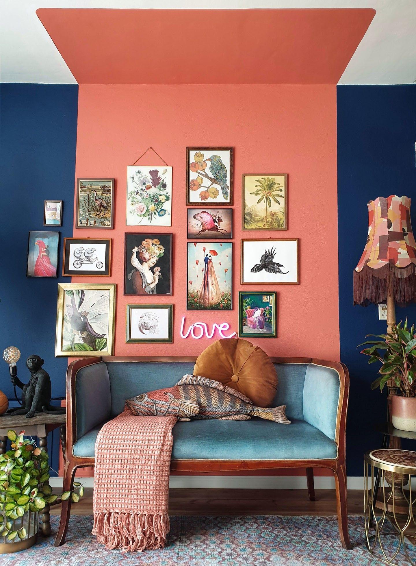 Décor do dia: sala de estar com pintura criativa e mix de quadros