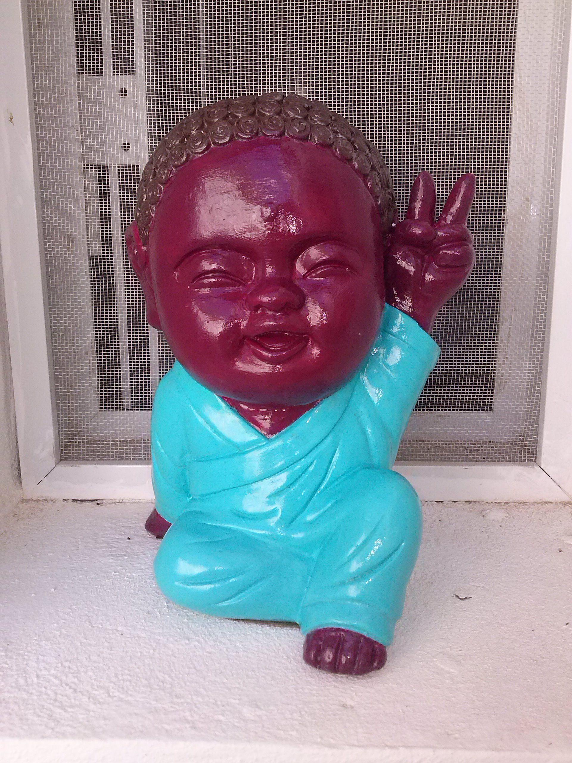 Budita de la paz de yeso pintado a mano