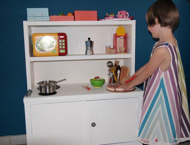 sa cuisine relooking pour une deuxi me vie diy customisation bois peinture enfant jouet. Black Bedroom Furniture Sets. Home Design Ideas