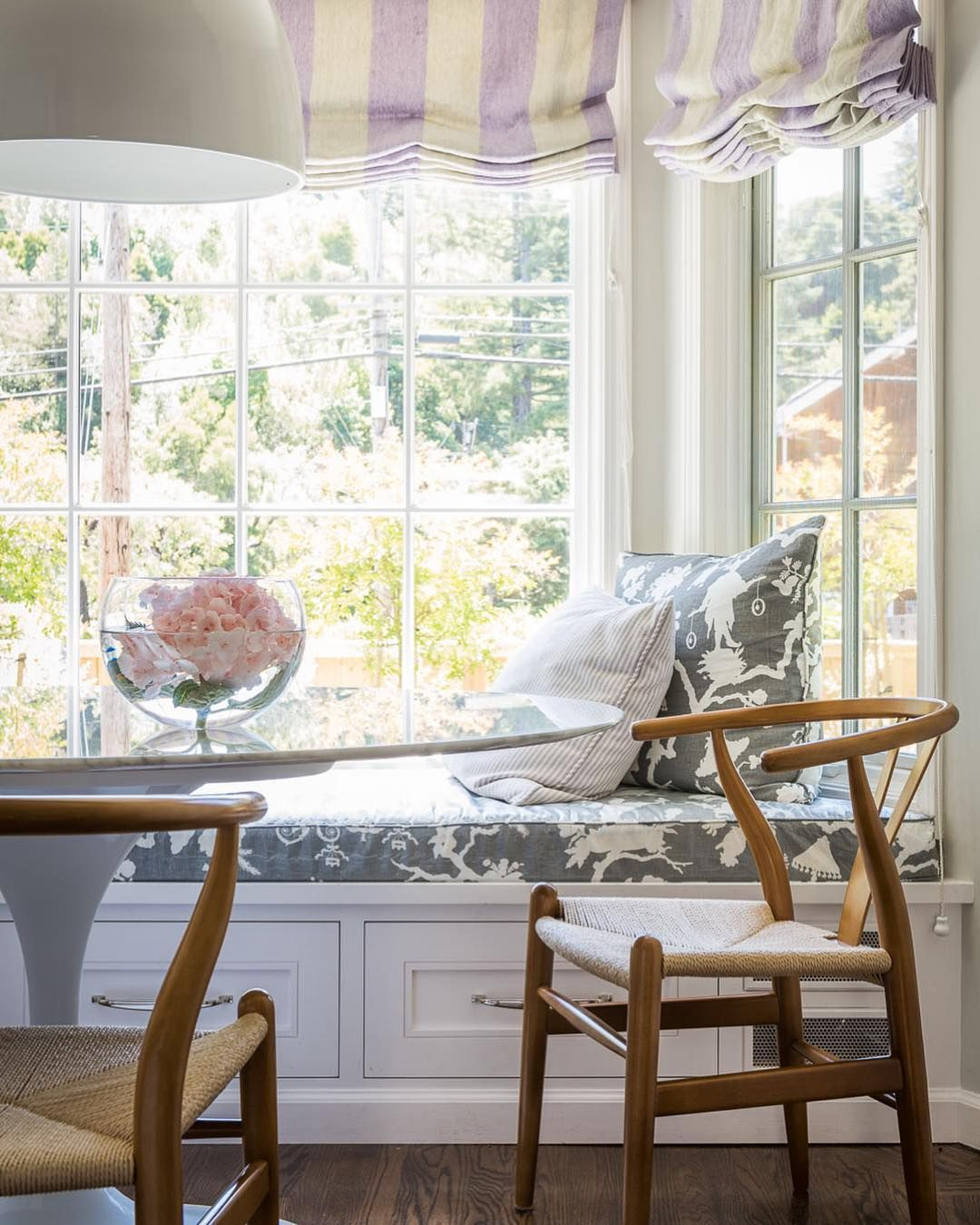 Groovy Alison Pickart On Instagram This Sweet Window Seat Was Bralicious Painted Fabric Chair Ideas Braliciousco