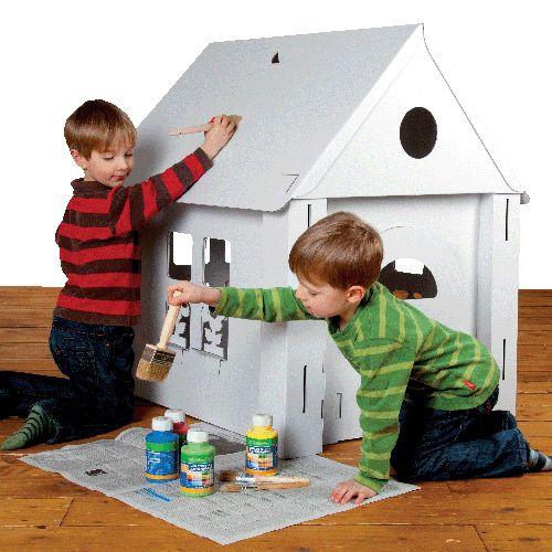 Maison en carton construire et colorier lily fiona carton cabane en carton et maison en - Fabrication maison en carton ...