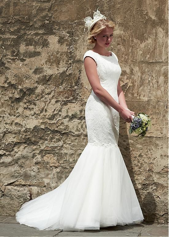 Dressilyme Glamorous Tulle Bateau Neckline Mermaid Wedding Dresses With Lace Appliques