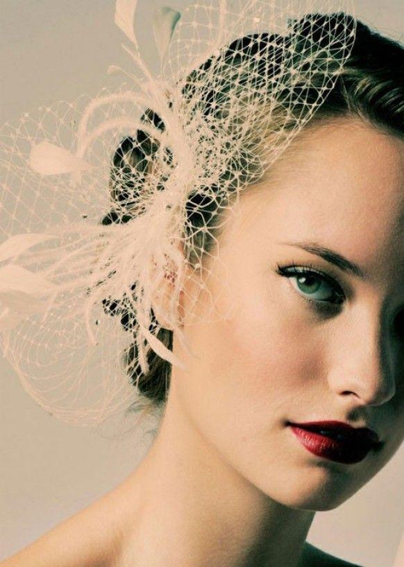 Maquillage mariée hollywoodien et accessoire cheveux vintage  www.chaircoverfactory.com
