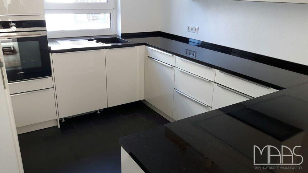 Moderne Küche in schwarz - weiß Küche Pinterest - steckdose arbeitsplatte küche