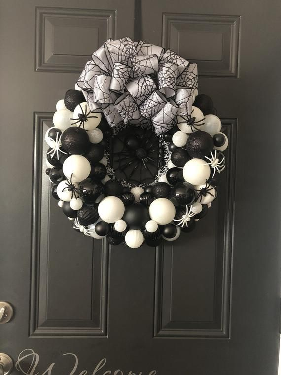 Halloween Wreath, Halloween Decor, Spider Wreath, Ornament Wreath, Bulb Wreath, Scary Wreath, Haunted Wreath #eleganthalloweendecor