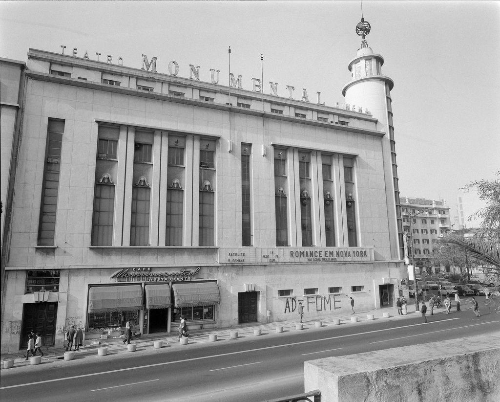 Fachada. Arquiteto responsável: Rodrigues Lima. Data da inauguração: 08/11/1951. Fotógrafo: Estúdio Horácio Novais. Data de produção da fotografia original: 1981-1983.  [CFT164 21417.ic]