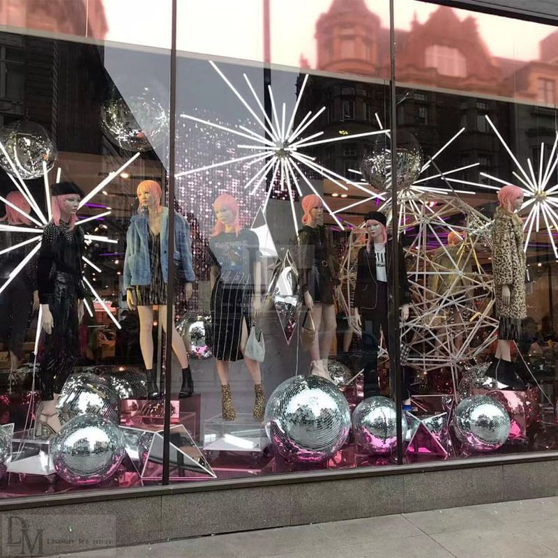 Retail Christmas Window Displays In 2020 Christmas Window Display Holiday Window Display Christmas Window Decorations