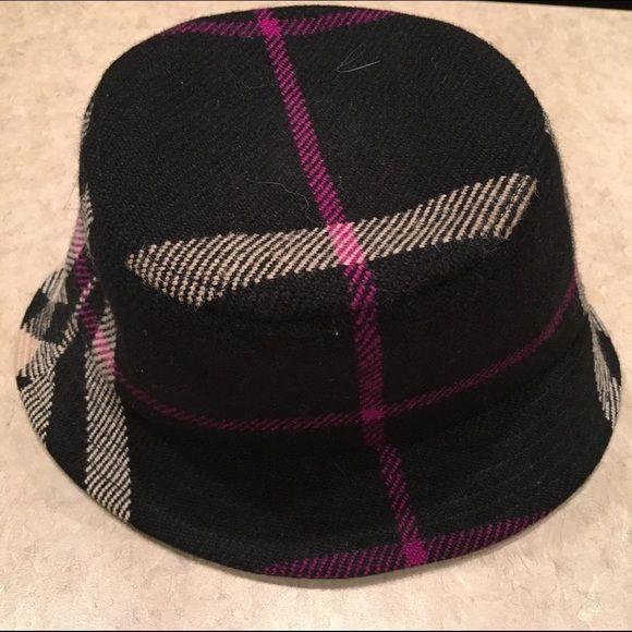 857b65b10 Burberry Nove Check Wool Bucket Hat Burberry black, pink and cream ...
