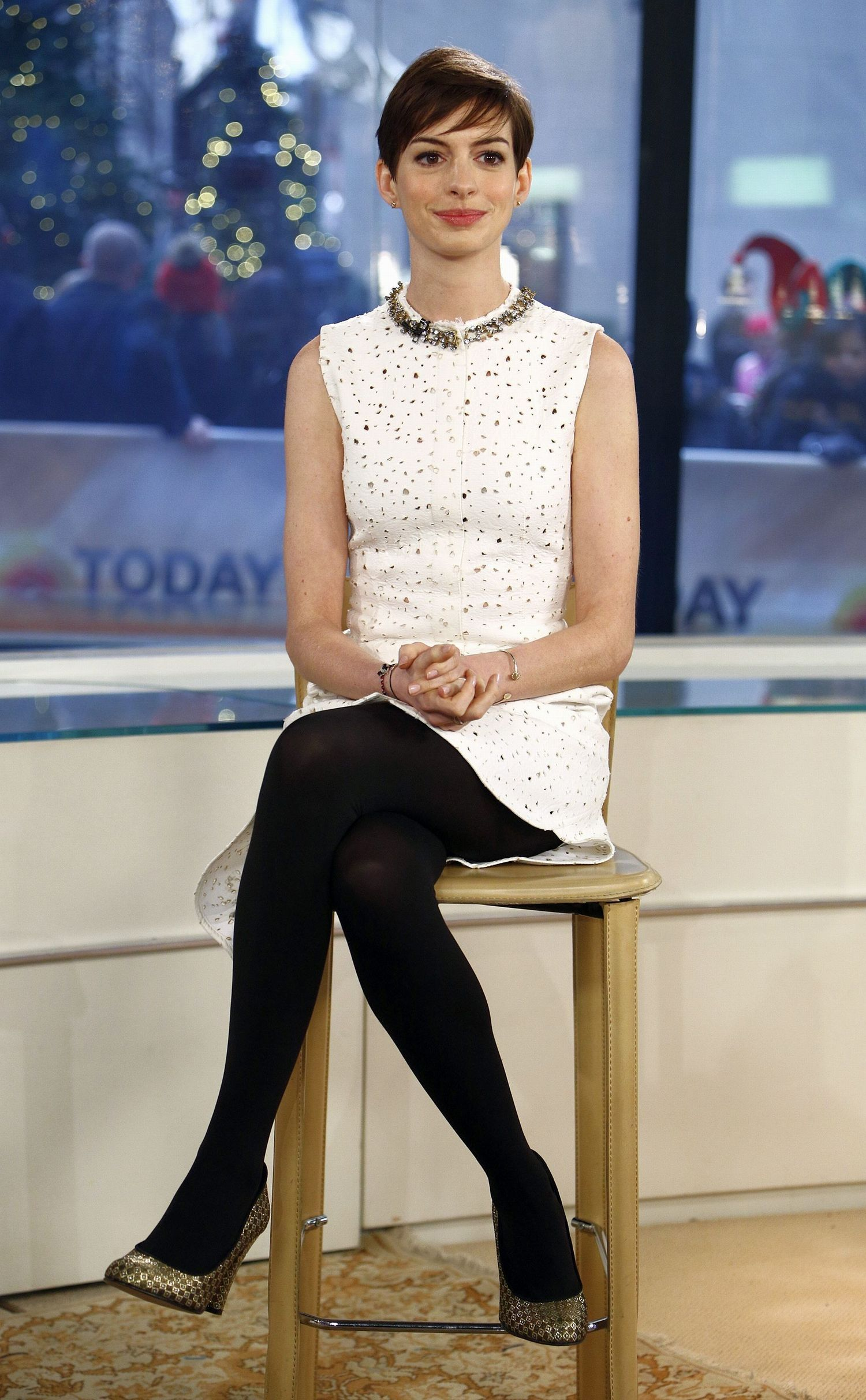 Anne Hathaway in pantyhose - http://stockings-celebs ...