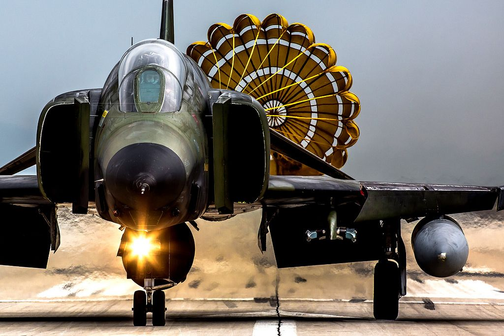 https://flic.kr/p/TNhExF | 'Break Chute', RF-4E Phantom II, 7496, Hellenic Air Force | 348MTA (TRS), 110CW, Larissa AFB, Thessaly, Greece