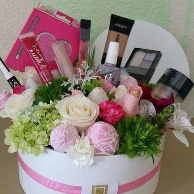 #homeaccessories #homeaccents Makeup gift basket for any occasion, your loved one will fall in love for it.For more information contact 9899007620#corporateevents #corporategifting #homeaccessories #personalgifts #weddingideas #weddinggiftsidea #trousseaupacking #weddingproduct #babyshowerideas #giftpackingideas #homedecor #eventplanner #birthdaythemes #gifting #giftconsultant #consulting#events#decoration#weddingsareepacking #menandwomenclothpacking #decoratedweddingpacking #weddingthemepacking