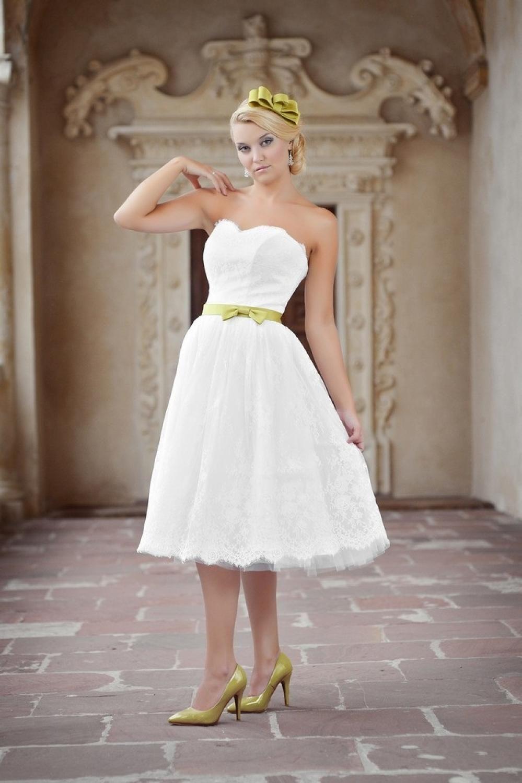 Kurzes Hochzeitskleid Standesamtkleid aus Spitze knielang