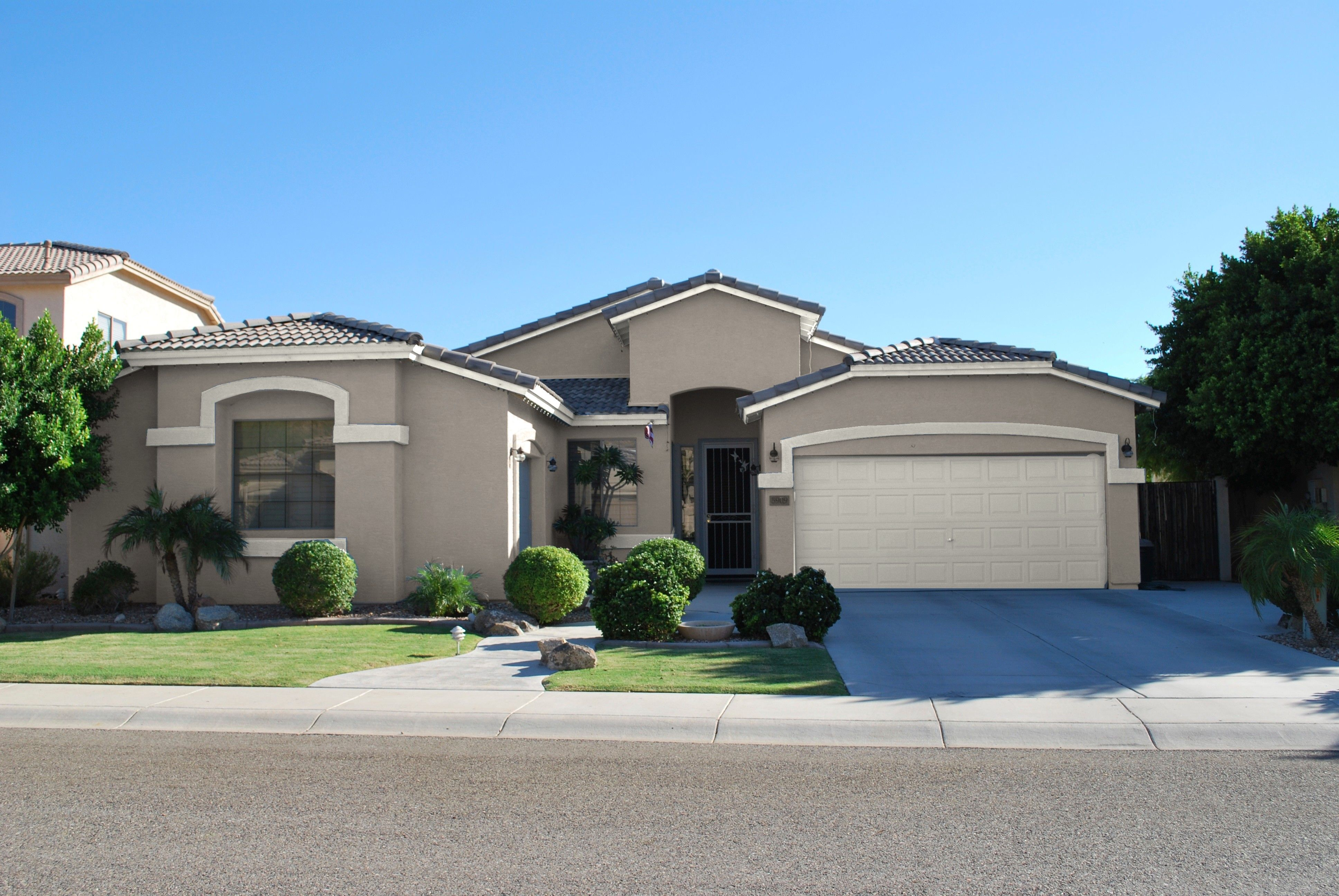 Choosing The Right Exterior Paint Colors Is An Extremely Important Decision That You Will Have To Make If Are Building Your Own House Dunn Edwards