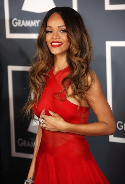 Rihanna! Beautiful | Red dress makeup, Rihanna red dress ...
