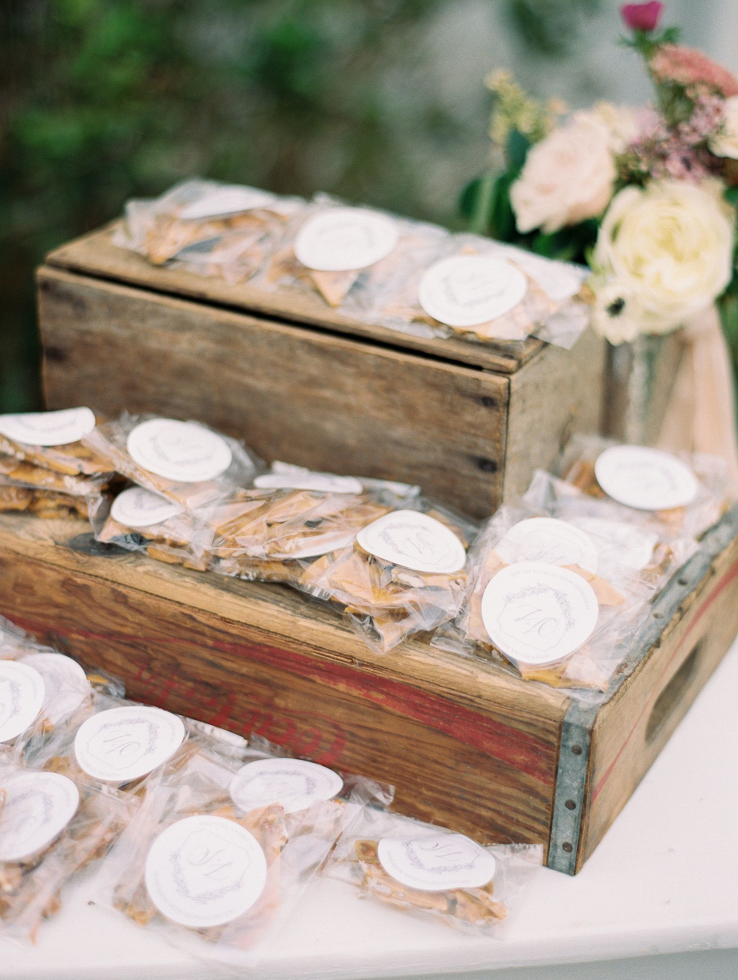 34 Festive Fall Wedding Favor Ideas Favors Autumn Weddings And