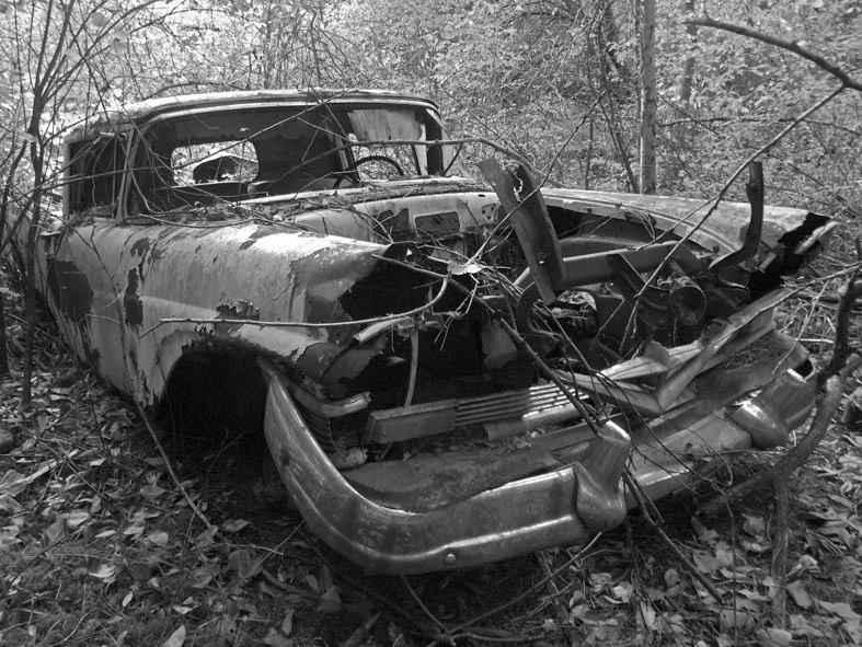 Abandoned Old Car In The Woods Abandoned Cars Abandoned Car