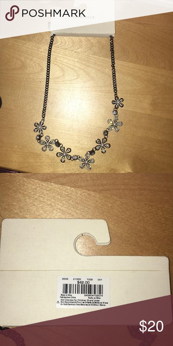 Van Heusen flower necklace NWT Necklace brands, Flower