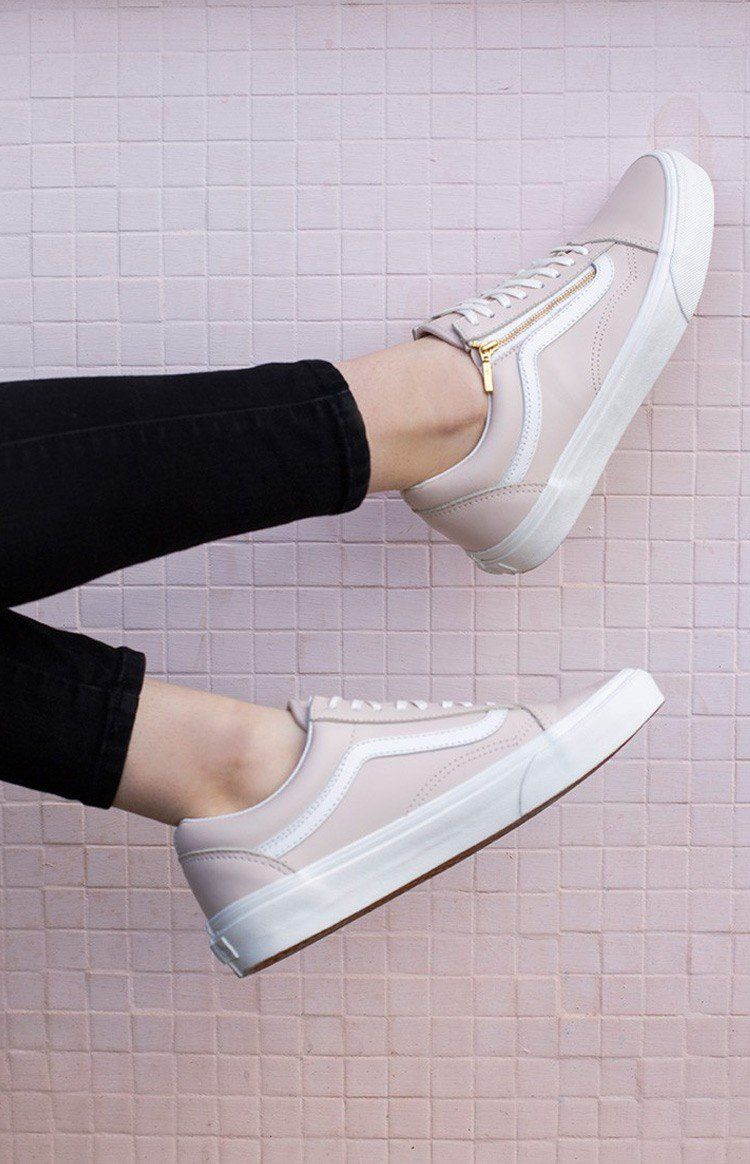 Circunferencia par Surgir  With the Vans Old Skool Zip Leather Pink Vans, it won't be just Wednesdays  we wear pink on! A twist on the timeless Vans side str… | Shoes, Outfit  shoes, Vans shoes