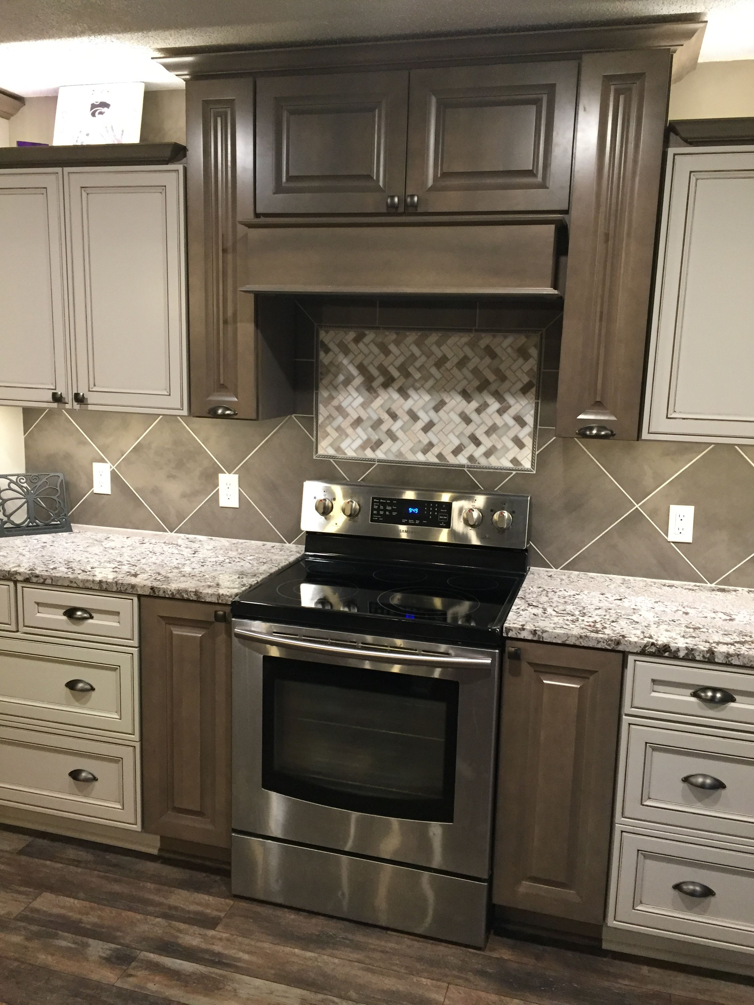 A Mix Of Diamond Reflections Merrin Seal And Peyton Dover With Amaretto Creme Gla Diamond Kitchen Cabinets Glazed Kitchen Cabinets Kitchen Remodeling Services