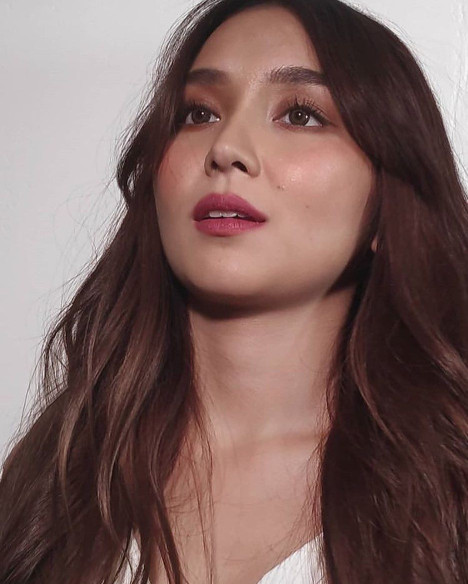 Kathryn Bernardo In 2020 Kathryn Bernardo Hairstyle Kathryn Bernardo Outfits Filipina Beauty