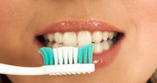 Pin On وصفة لتبيض الاسنان للحصول على اسنان مثل حبات اللؤلؤ اسنان بيضاء وابتسامة مشرقة