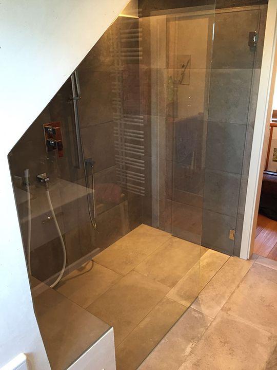 Groe Dusche unter der Dachschrge   Badezimmer in 2018 ...