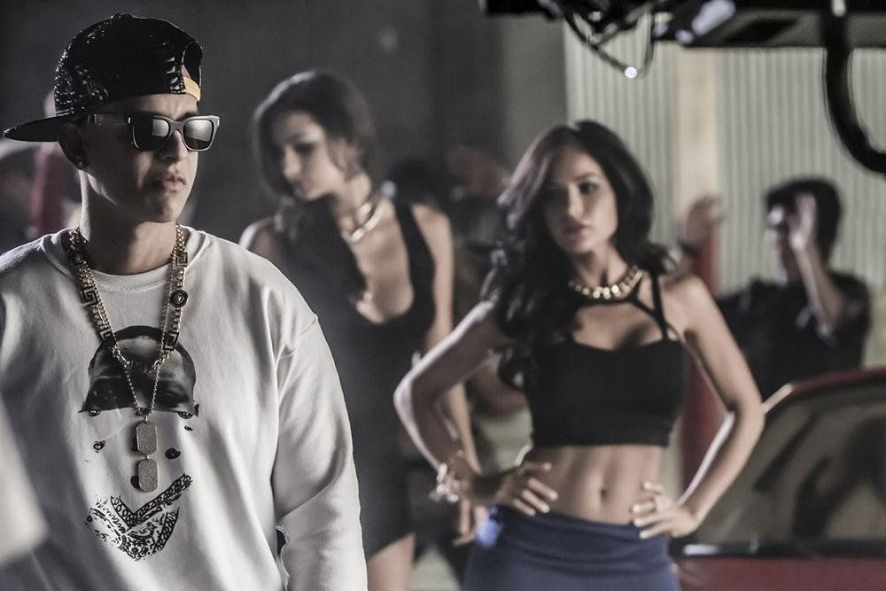 "daddy_yankee : Download en iTunes ""La Noche de los Dos"" http://t.co/WExJ4VCepj http://t.co/VwkBZmjJQ7 